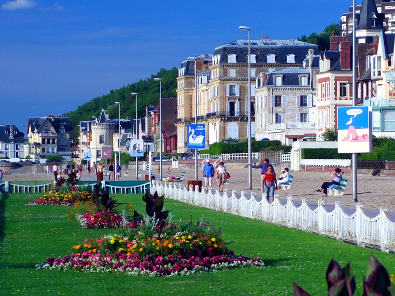 Trouville source d'inspiration pour Savignac - Affiches de l'artiste sur la promenade des planches