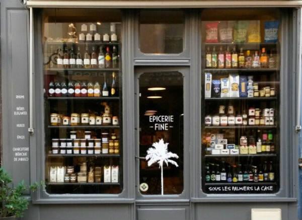 Façade petite boutique Trouville - Epicerie fine rue des bains