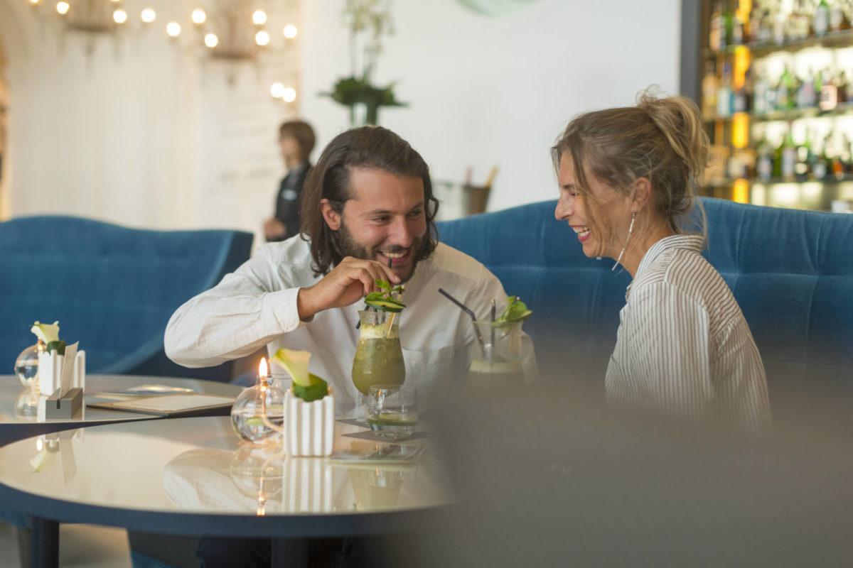 Dans un bar en amoureux