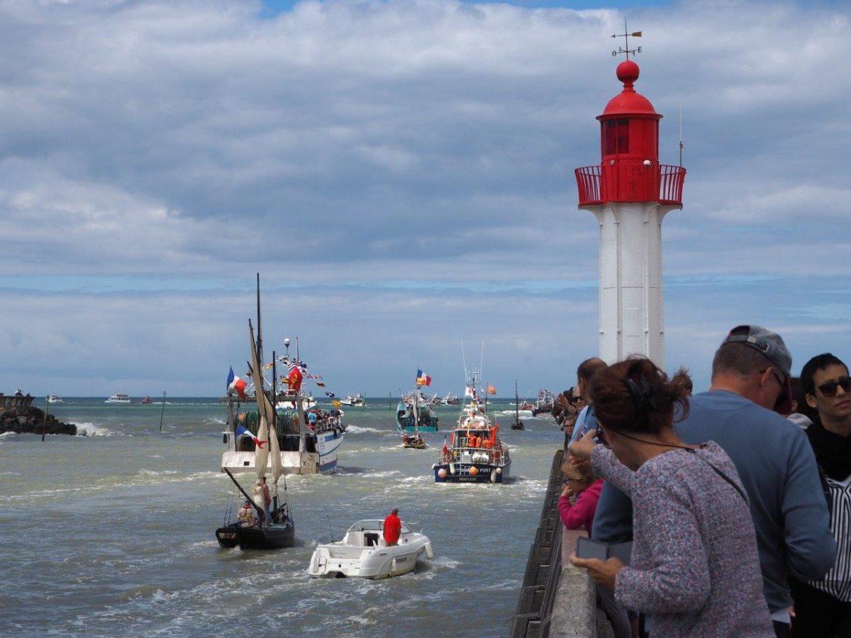 bateaux-cérémonie-en-mer-fête-de-la-mer