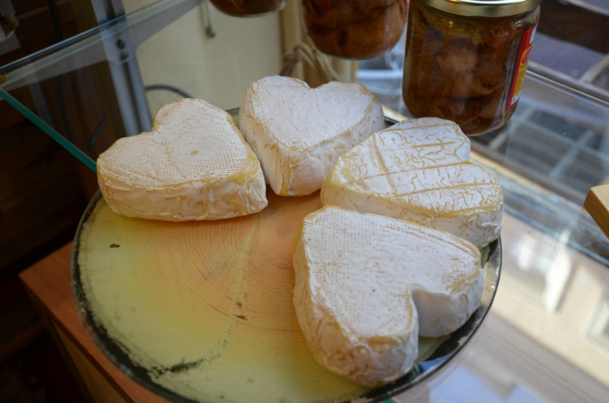 Fromages normands en forme de coeur