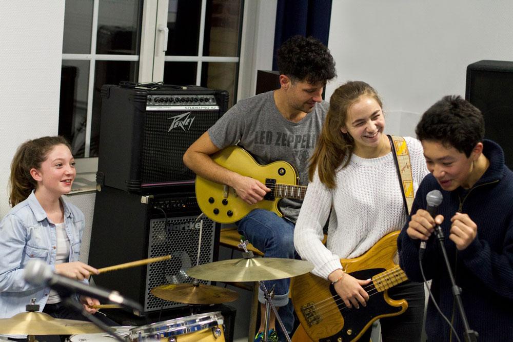 Enfants en stage de musique