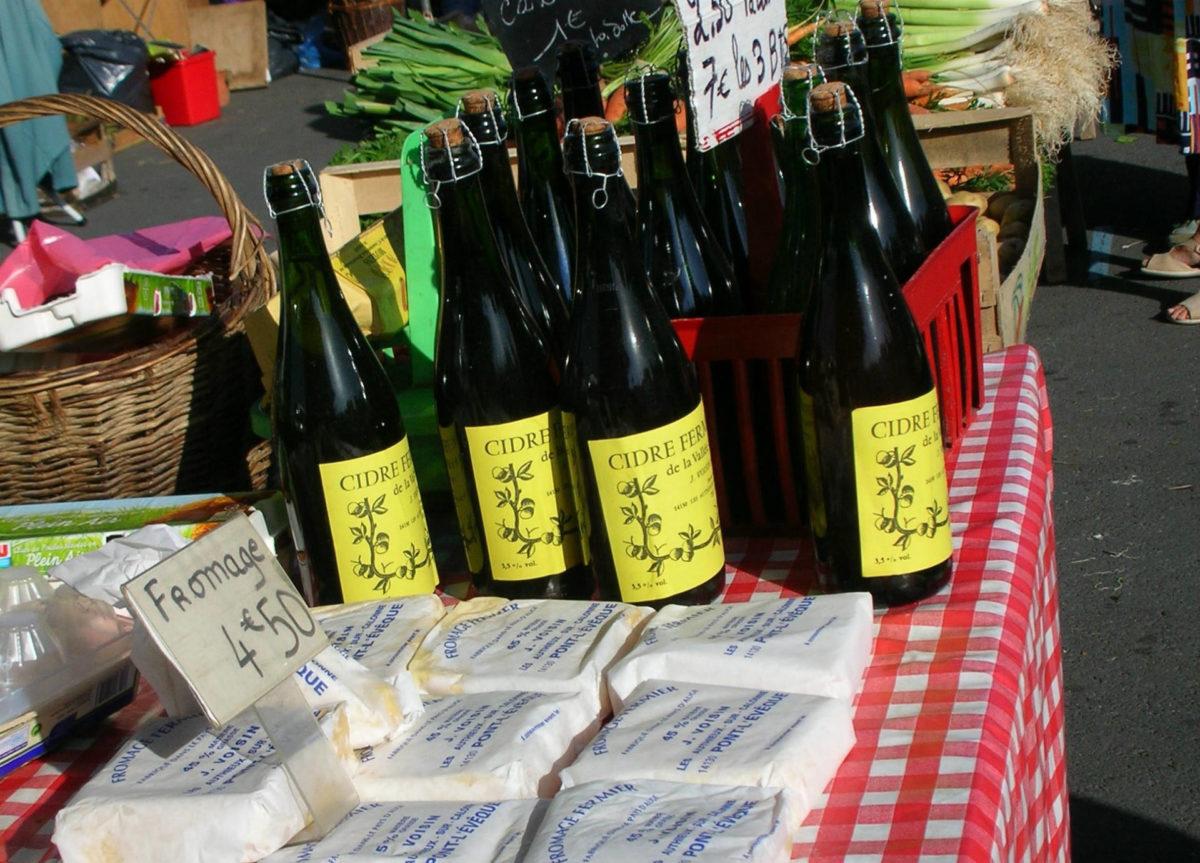 Fromage et cidre sur le marché