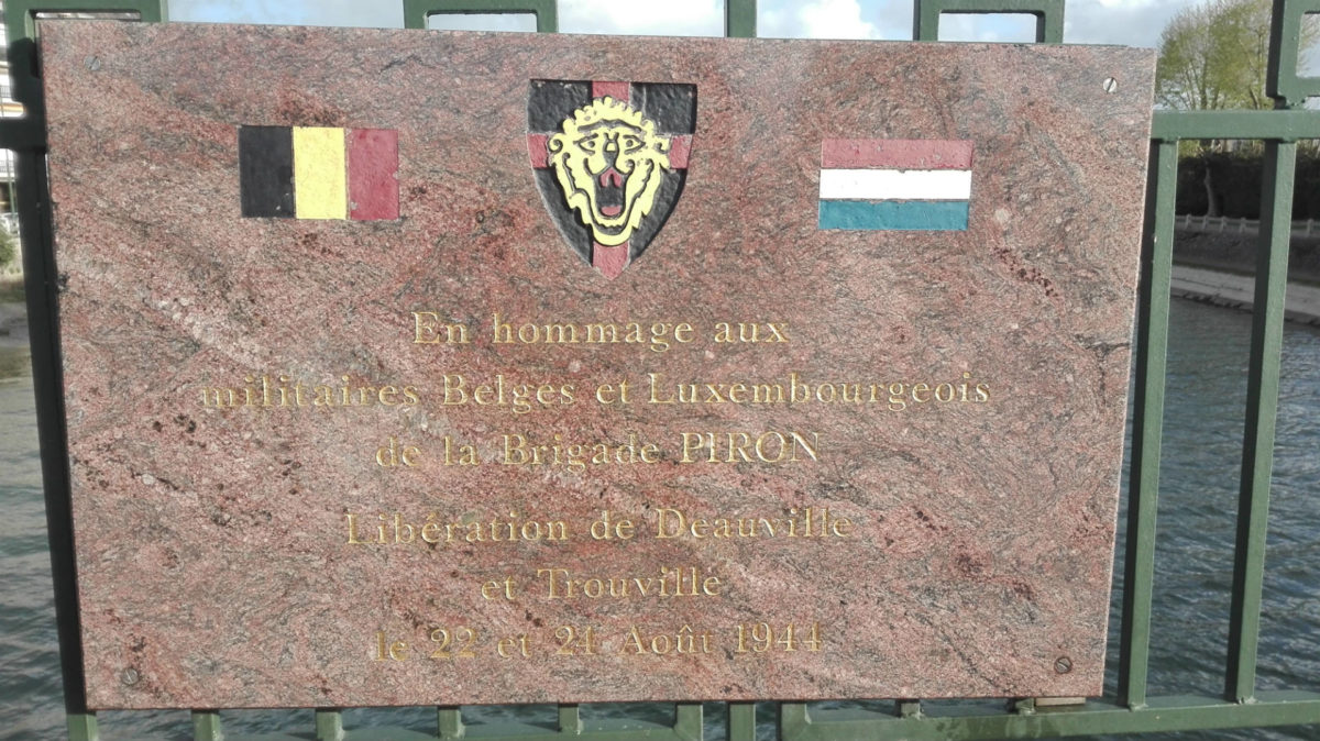 Mémorial sur le Pont des Belges