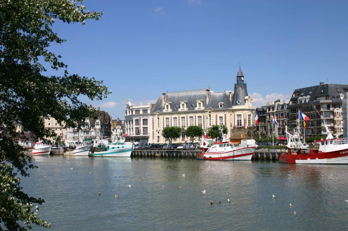 Bateaux port de pêche Trouville paisible authenticité