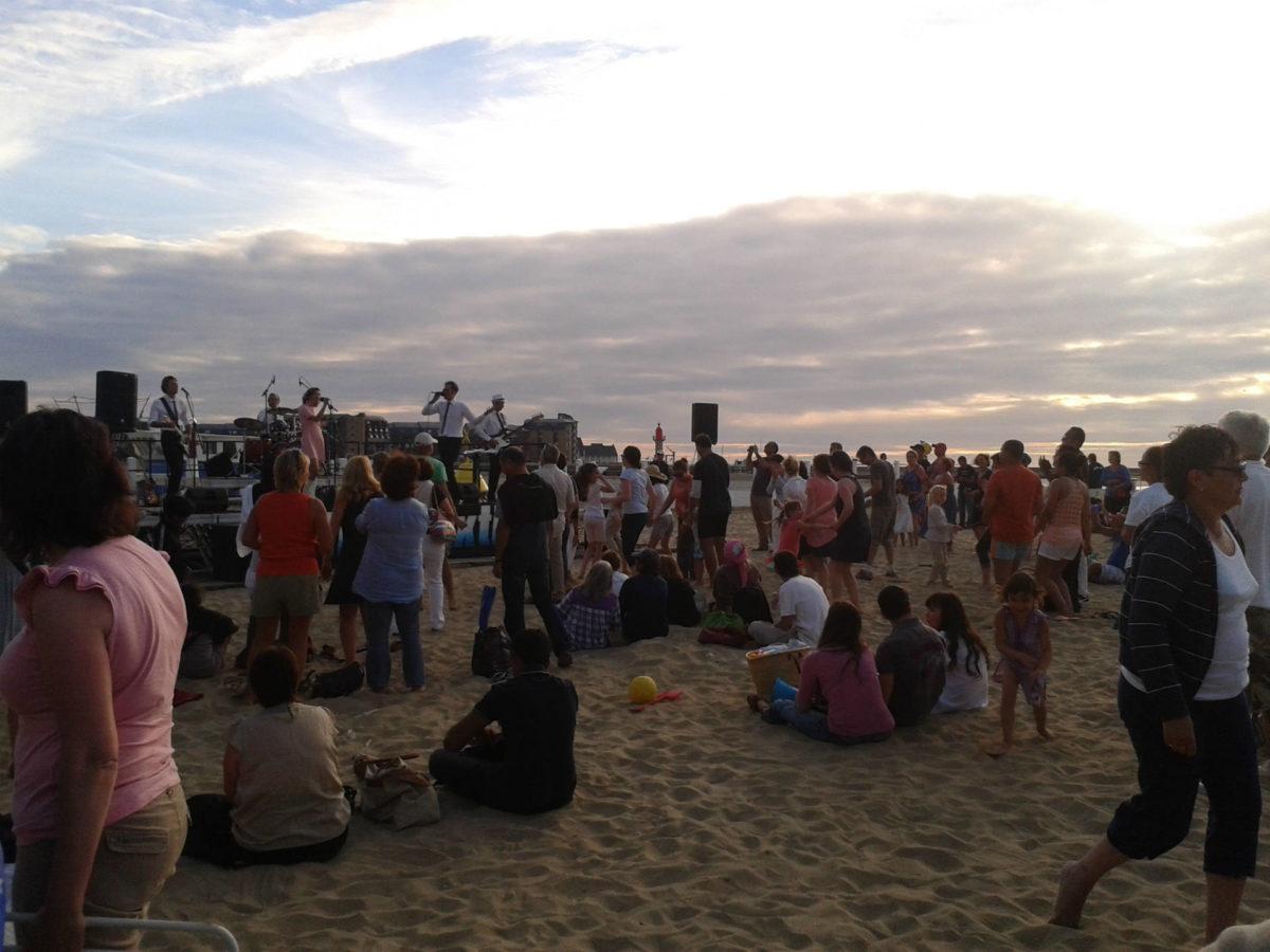 concert-sur-la-plage-Trouville-sur-Mer
