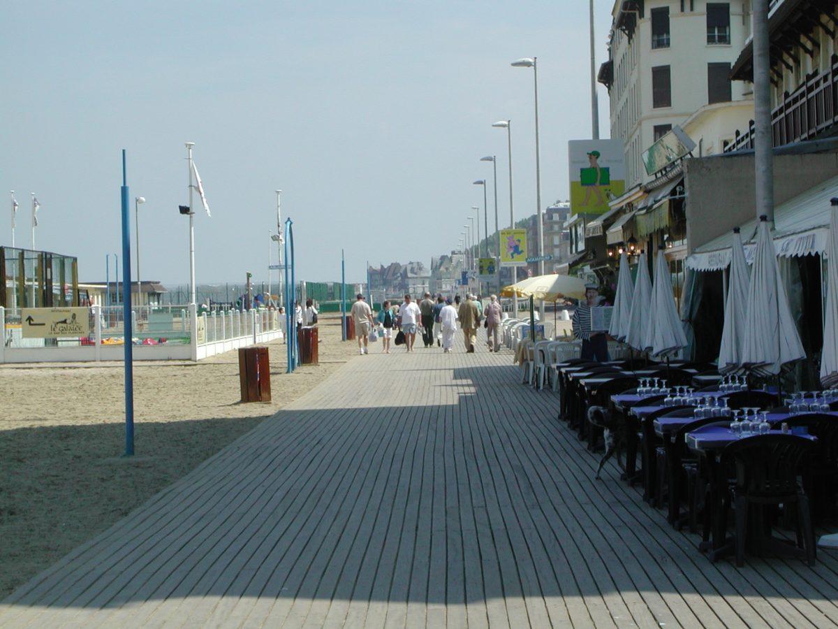 terrasses-planches-plage-Trouville-sur-Mer