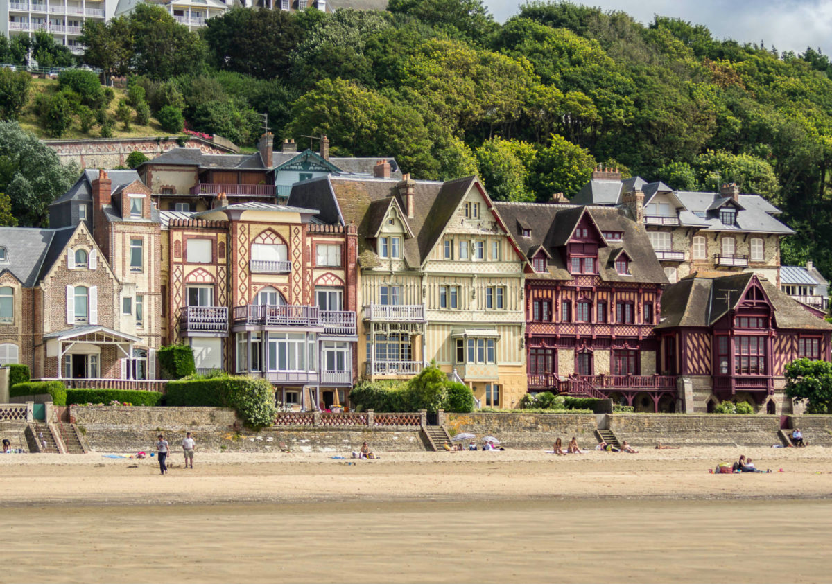 Villas du bord de mer sur la plage de Trouville