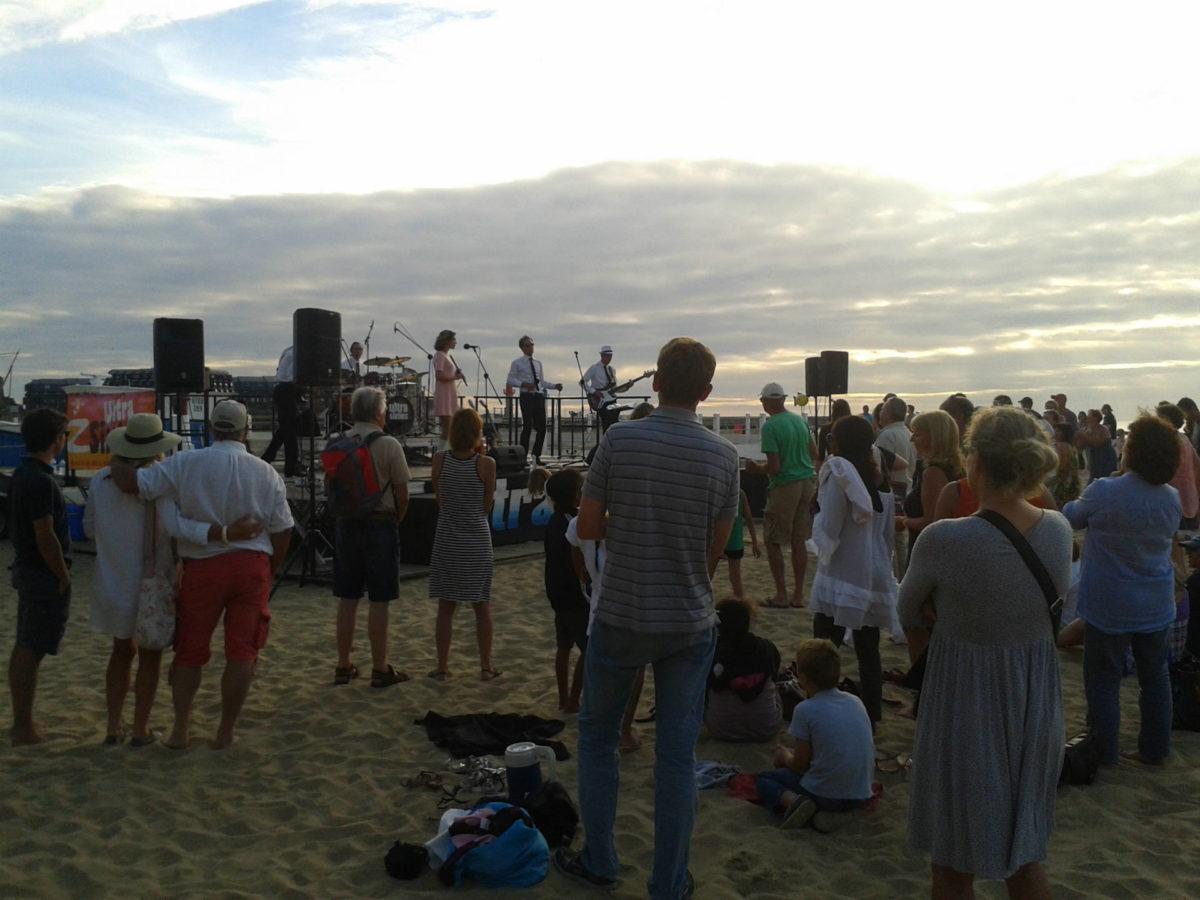 Spéctateurs - concert sur plage 15