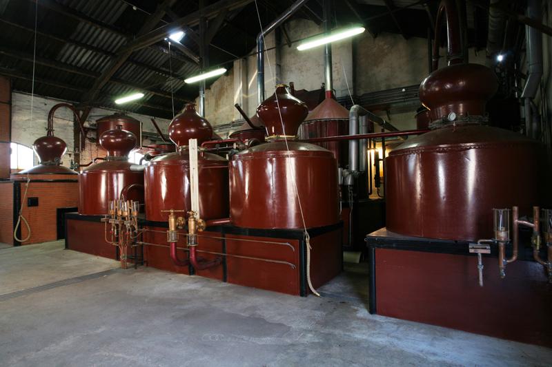 Salle-de-distillation-Pays-d-Auge–double-distillation-SIT—Distillerie-Busnel