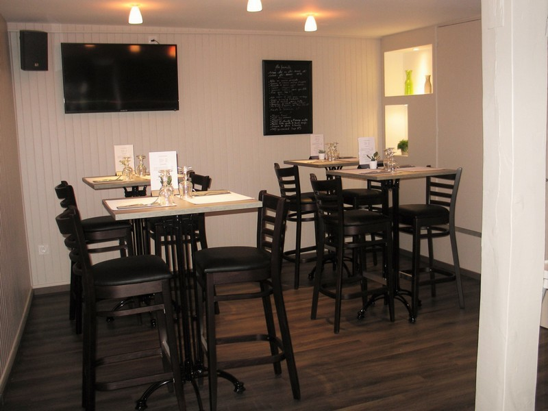Au-Bistrot-Gourmand-Restaurant-a-Lisieux-Tables-hautes