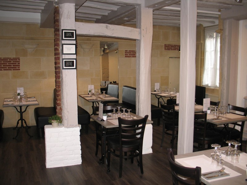 Au-Bistrot-Gourmand-Restaurant-a-Lisieux-Tables