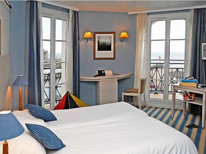 Beach-Hotel—Trouville—vue-mer-800X600
