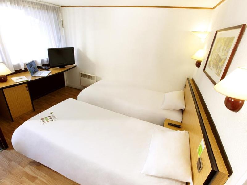 Campanile—Deauville-St-Arnoult—chambre2-800X600