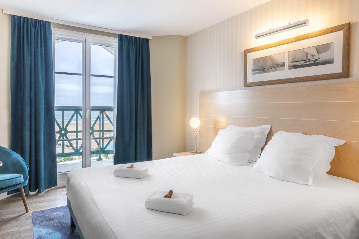 Chambre-Vue-Mer-Lit-Double-Beach-Hotel-Trouville-BABXIII-7585