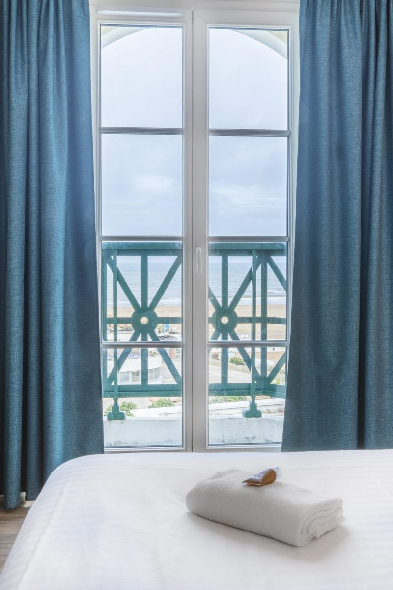 Chambre-Vue-Mer-Lit-Double-Beach-Hotel-Trouville-BABXIII-7593