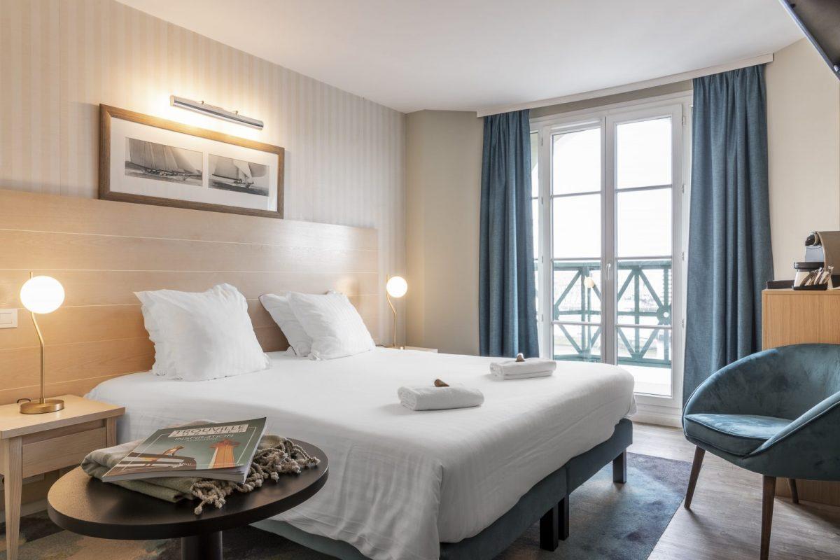 Chambre-Vue-Port-Lit-Double-Beach-Hotel-Trouville-BABXIII-7683
