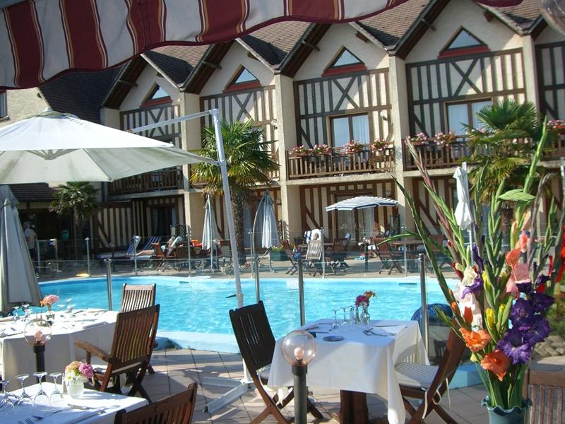 Hotel-Clos-Deauville-St-Gatien—terrasse-800X600