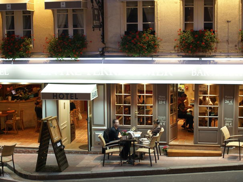 Hotel-Entre-Terre-et-Mer—Honfleur—facade-800X600