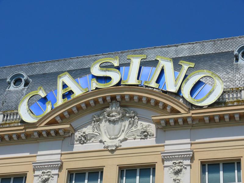 TROUVILLE-SUR-MER-Casino-Ba-4