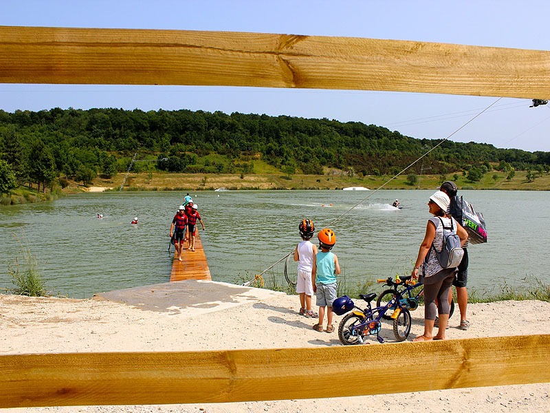 Vue-panoramique–promenade-et-pique-nique-au-bord-du-lac–6017