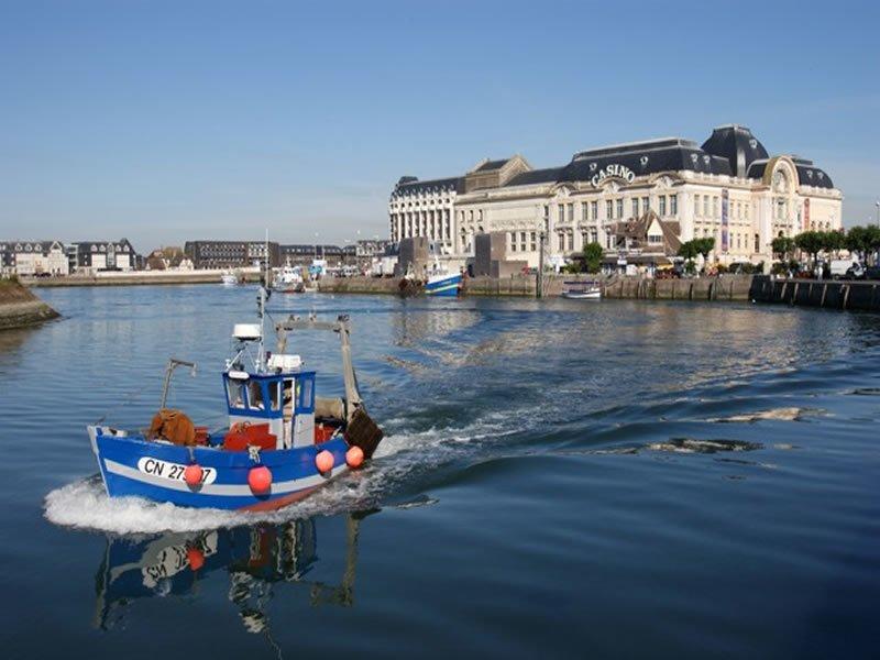 bateau-port-trouville